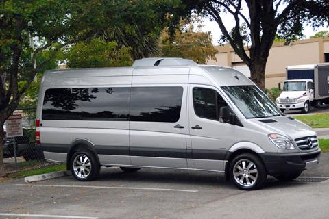 Khách hàng cần thuê xe 16 chỗ đi du lịch