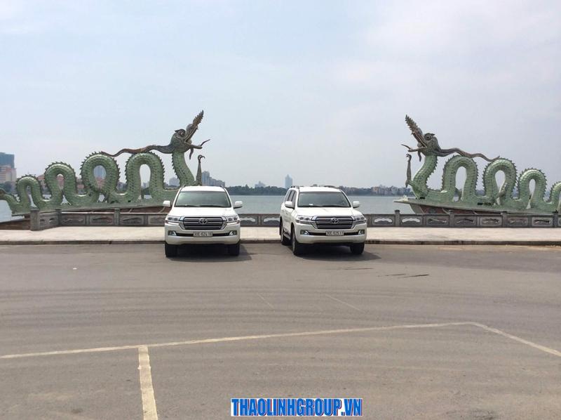 Thuê xe Land Cruiser v8 7 chỗ  theo tháng